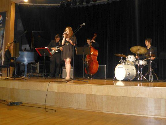 Taylor Zickafoose performing.