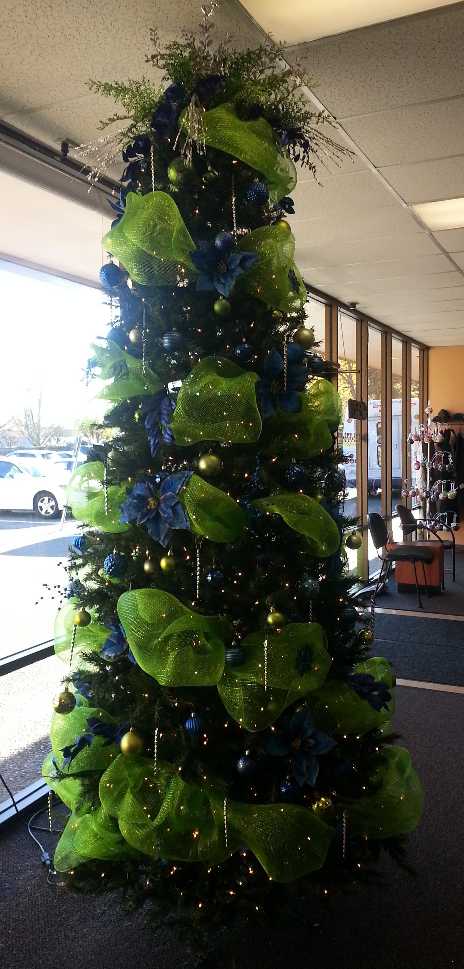 Seahawks Christmas Tree.Debbie S Seahawks Tree Lynnwood Today
