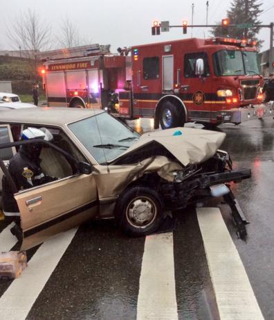 Three hurt in two-car crash on 188th Street Southwest - Lynnwood Today