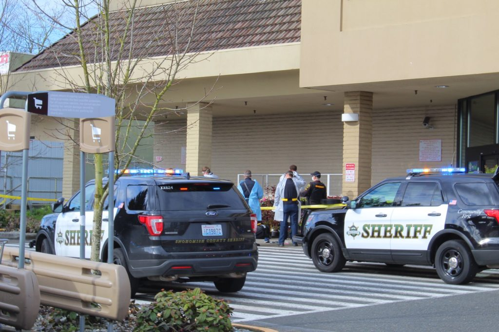 Safeway Christmas Hours 2020 Lynnwood One man injured in shooting near Safeway in unincorporated