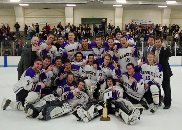 Ice Team University uw Men's Ice Hockey Team Opens