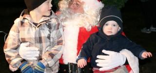 Mountlake Terrace gathers to kick off the holiday season, celebrates City's 60th birthday