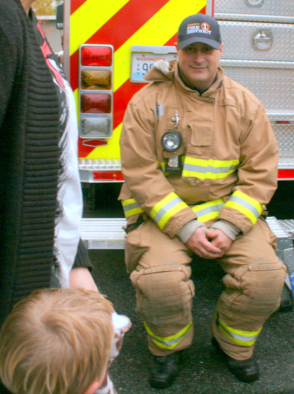 Snohomish County Fire District 1 volunteer firefighter Kevin Gustafson chatted with the crowd.