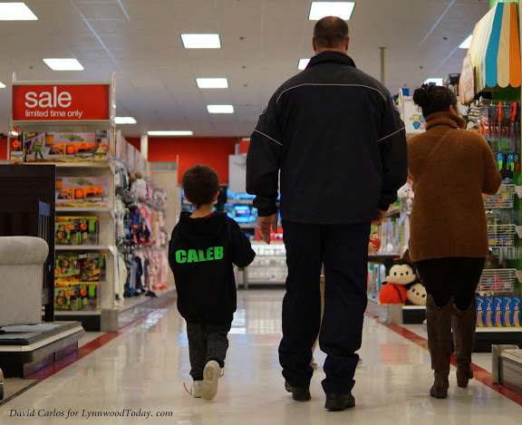 An officer helps a family shop.