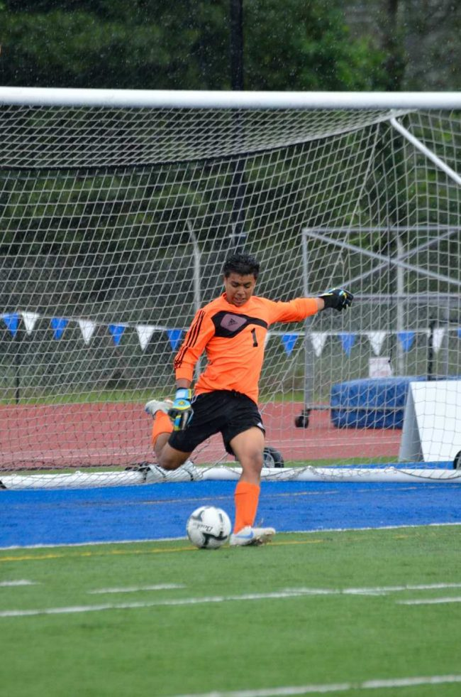 Genaro Ruiz in the goal.