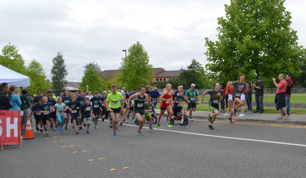 And they're off! A crowd of 196 runners takes off down the 5K track. (Photo by Natalie Covate)