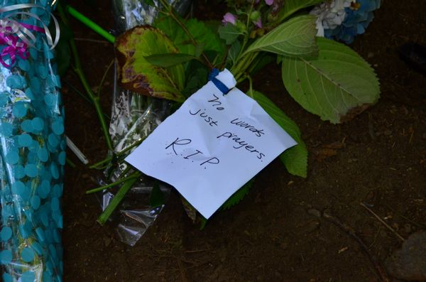 A personal note accompanies flowers cut from a friend's garden. (Photo by Larry Vogel)