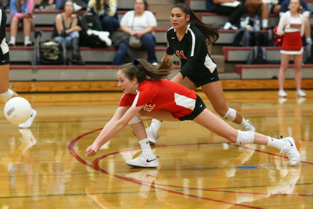 Kaitlyn Scott stretches for the ball.