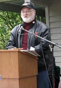 Edmonds artist Michael Reagan speaking during Edmonds' 2011 Memorial Day ceremony.