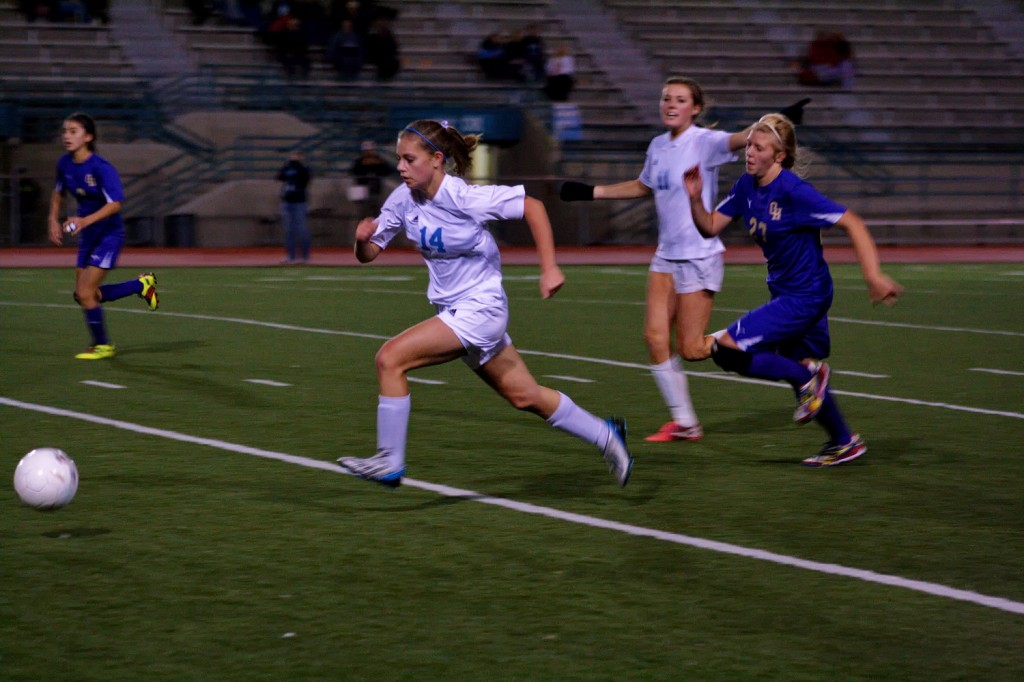 Kayla Pruit (14)  takes the ball down the field for the Mavs.