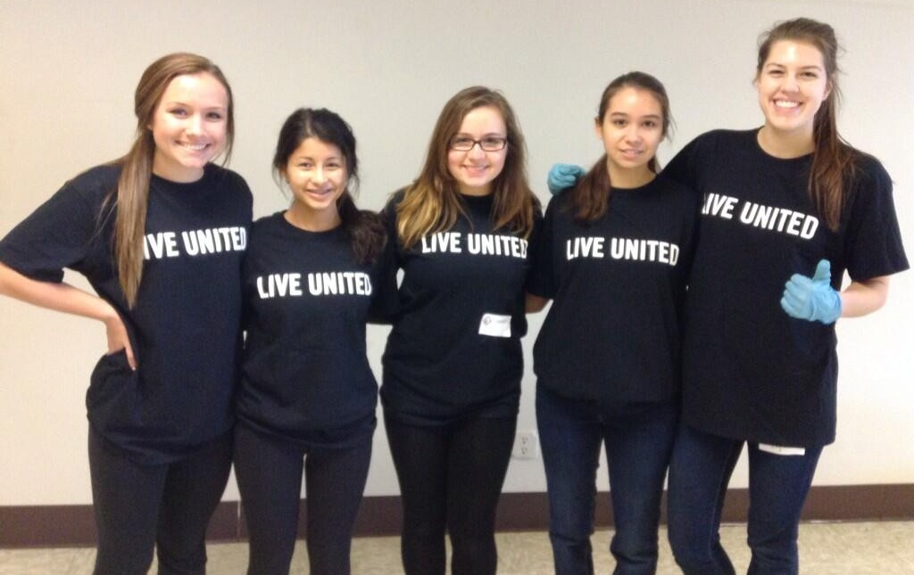 Teen volunteers at the Edmonds Senior Center during MLK day of service. (Photo courtesy Kim Tran for United Way of Snohomish County)