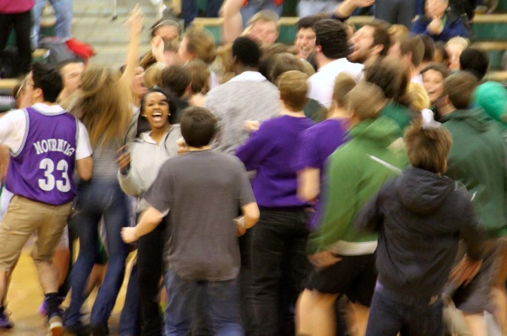 20140222_crowd on court