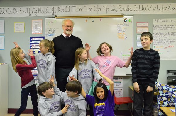 """The class clearly enjoyed Mayor Dave Earling's visit and the chance to pose for a photo with Hizzoner!  The mayor enjoyed it too. """"Best meeting I've been to all week,"""" he exclaimed."""