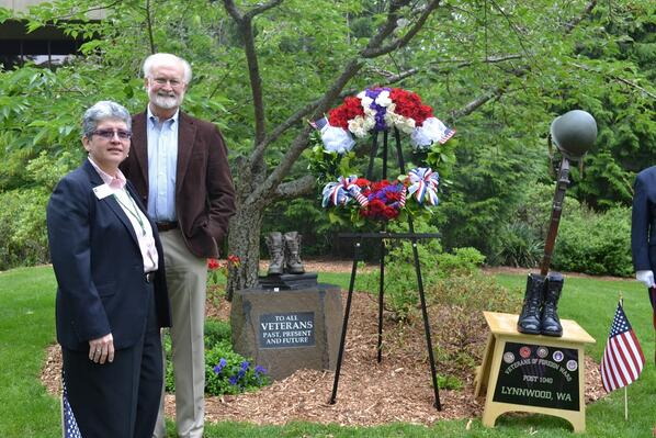 Edmonds Community College President Jean Hernandez and Edmonds Mayor Dave Earling at the college's Memorial Day ceremony Wednesday. (Photo courtesy Edmonds CC)