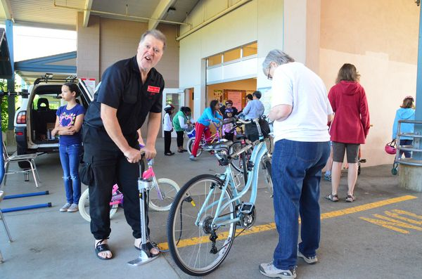 """""""Bicycle Joe"""" from the Cascade Bicycle Club performed free minor tuneups for participants."""