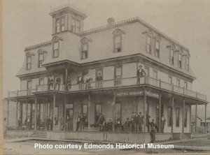 Hotel Bishop on corner of 2nd Avenue North and Bell Street; persons unknown, circa 1900