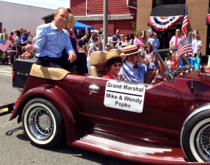 Mike and Wendy Popke of Lynnwood Honda (actually located in Edmonds) were the parade grand marshals.