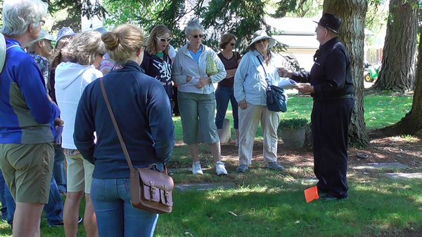 Dale Hoggins, Edmonds Cemetery Board member, describes the lives of several Edmonds pioneer women to the group.