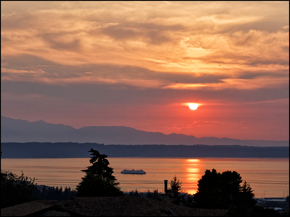 LeRoy VanHee's take on the spectacular Monday evening sunset.