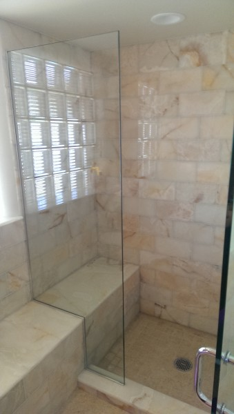 White onyx and Egyptian limestone tiles and slab in running bond pattern