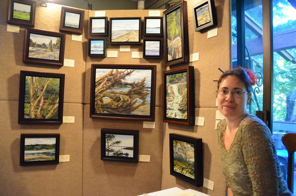 Autumn Kegley, a dedicated plein air artist, is drawn to seascapes and naturally weathered driftwood and rock formations.  Her subjects include familiar Edmonds scenes from the waterfront, Brackett's Landing and the Olympic View Drive pocket park.