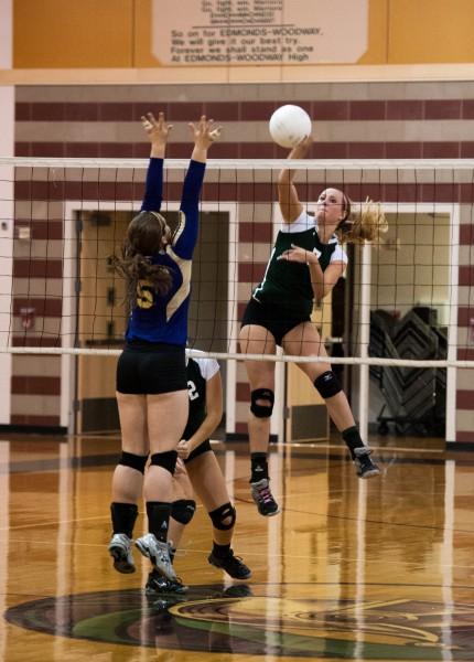 Prep Volleyball Five Set Win Over Oak Harbor Propels