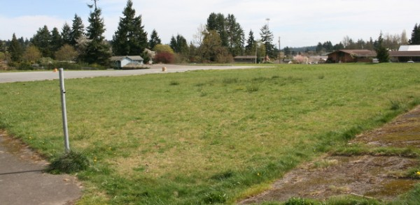 The Edmonds School District has two parties, Snohomish County Parks and Recreation and a developer, who are interested in purchasing its 3.35 acres of vacant property next to Esperance Park. (Photo by David Pan)