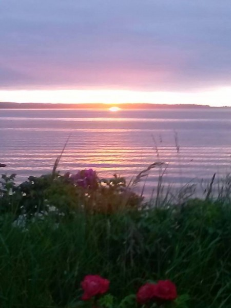 Kimberly Baca May 25th, 10:34pm Did you see this unusual sunset this evening in Edmonds?  It looked like the sun missed the horizon and set in sound instead!  I'm sure