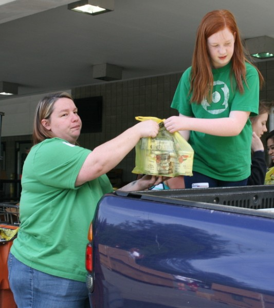 Dixie Behn and daughter Ellie, of Lake Stevens. unload food donations.