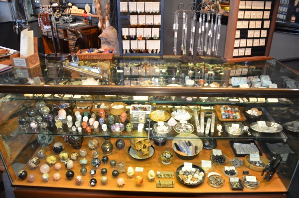 The store offers a wide range of jewelry, gemstones and fossils.