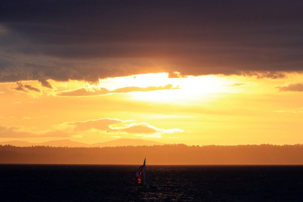 Bill Anderson shares a spectacular Wednesday evening sunset shot featuring sailboats on Puget Sound.