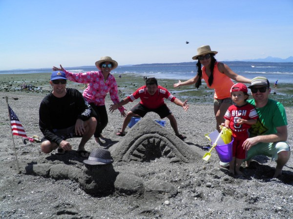 """From Adult/Family Category - """"Meal Time"""" by Team Gossaws of Edmonds. (Photo courtesy City of Edmonds)"""