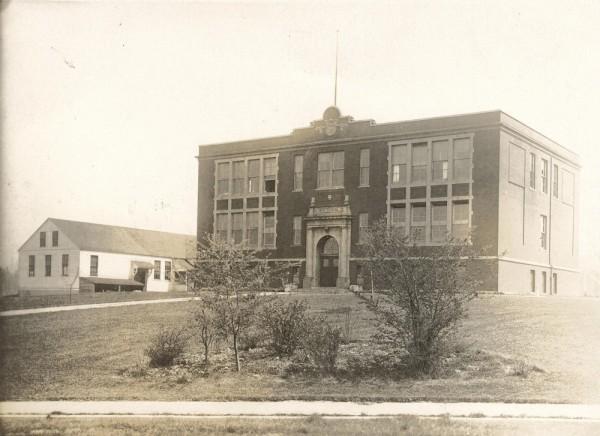 Edmonds High School in 1913. (Photo courtesy Edmonds Historical Museum)