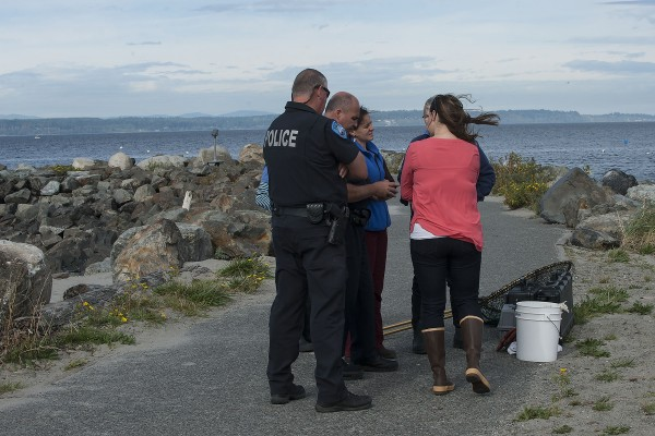 Officials strategize a rescue attempt