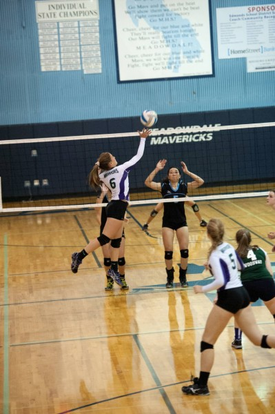 Edmonds-Woodway's Jackie Lovelace tips the ball.