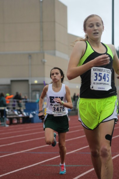 Warrior Olivia Meader-Yetter (left) and Lynnwood's Malia Pivec drive for the finish line at the district meet. Meader-Yetter finished sixth; Pivec placed fifth. (Photo by Doug Petrowski)