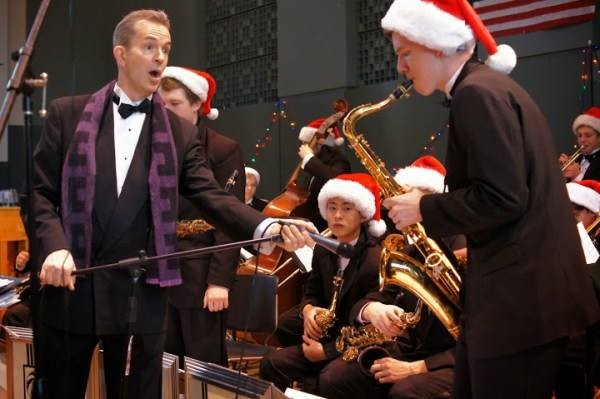 EWHS jazz band director Jake Bergevin with high school musicians during the 2014 craft fair. (Photo by Larry Vogel)