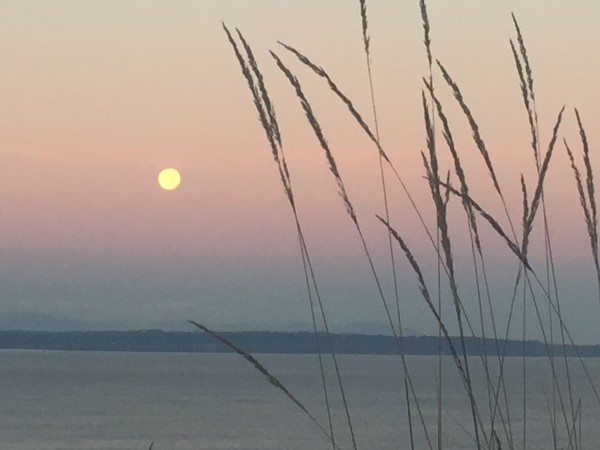From Doug Loftstrom, a full moon early this morning reminds us of what to be thankful for.