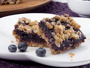 Berry oatmeal crumble bars.