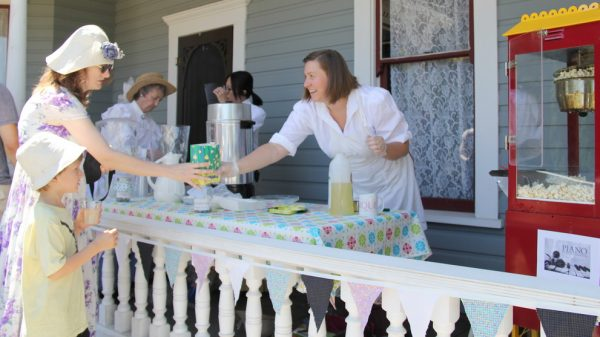 Costumed staff are onsite, often offering fresh baking and lemonade in the summer.