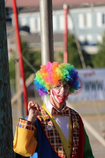 Edmonds clown Chris Scanlon.