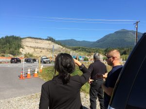 Dr Atti with Oso Fire Chief Willie Harper (right next to her) and Arlington Deputy Fire Chief Tom Cooper in the foreground (back to camera) discussing the response, long-term community impact and lessons learned from the devastating SR530 mudslide