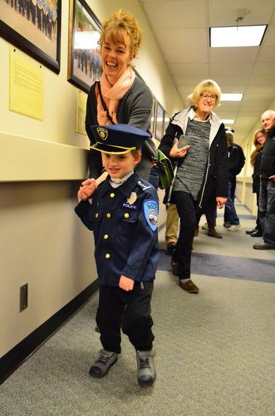 Edmonds police give 5-year-old 'the best Christmas present