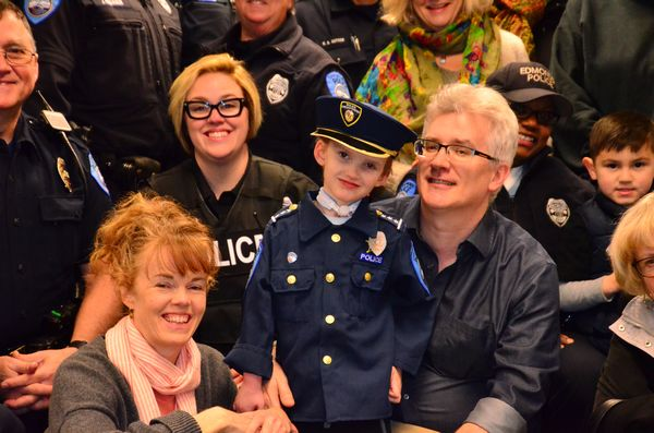 Edmonds police give 5-year-old 'the best Christmas present ever