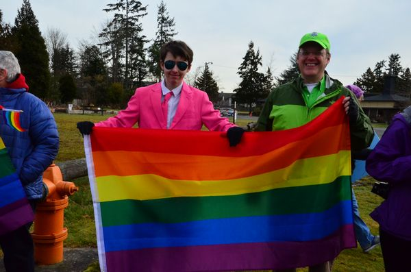 Edmonds Lutheran Church Rainbow Rally demonstrates LGBT support - My
