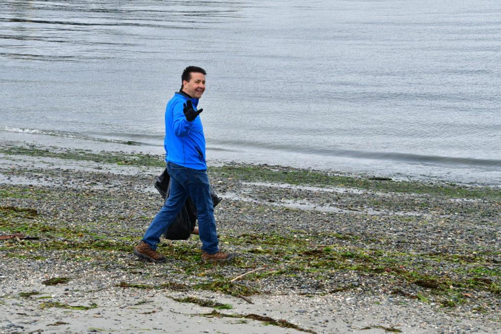 Scene in Edmonds: Rotary cleans up the beach - My Edmonds News