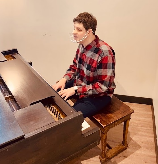 Local pianist gets back in weekly groove at Edmonds Waterfront Center